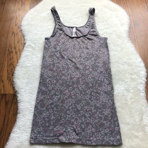 Aritzia T. Babaton floral fitted tank top xs
